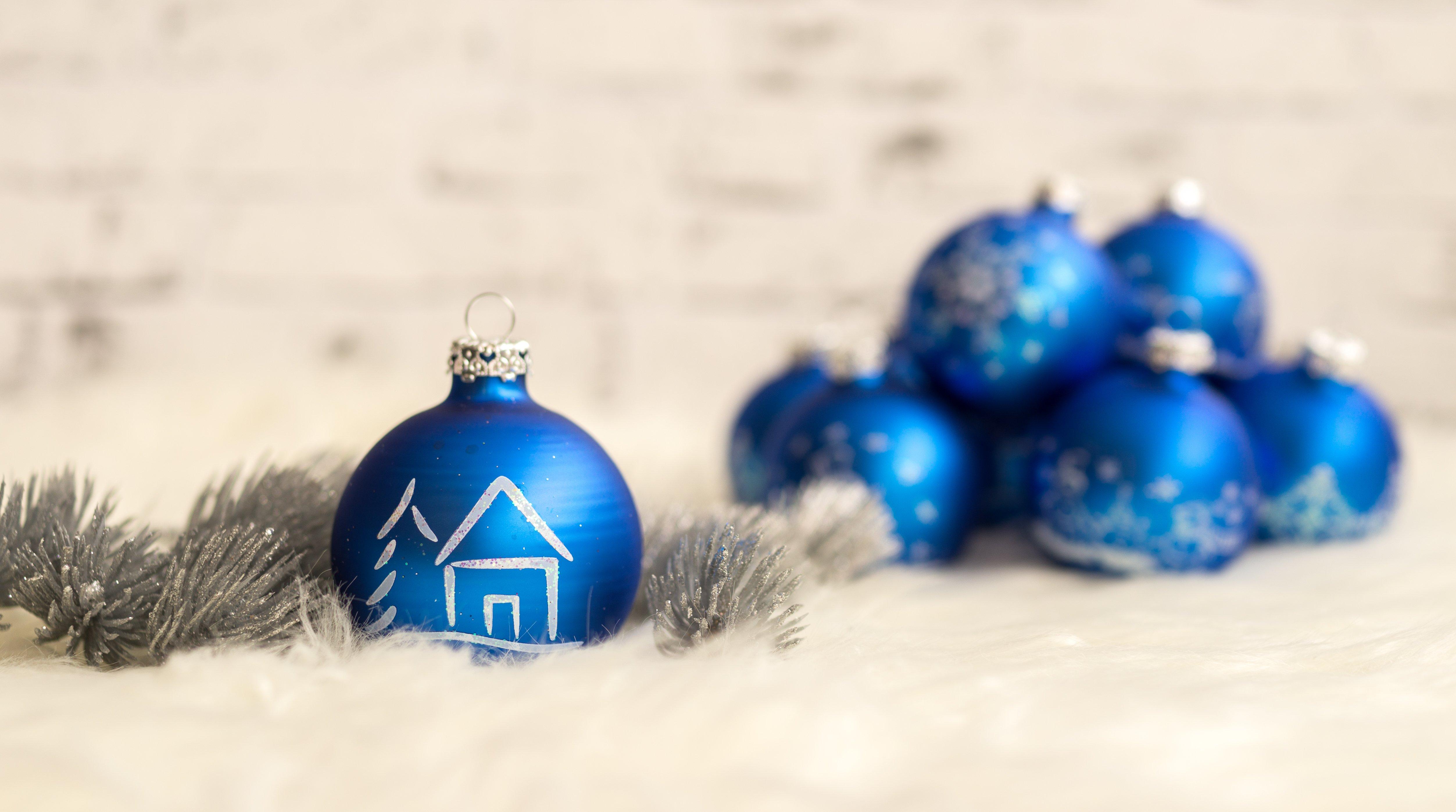 Weihnachtskugel bilder christbaumschmuck fotos kostenlos - Blaue christbaumkugeln ...