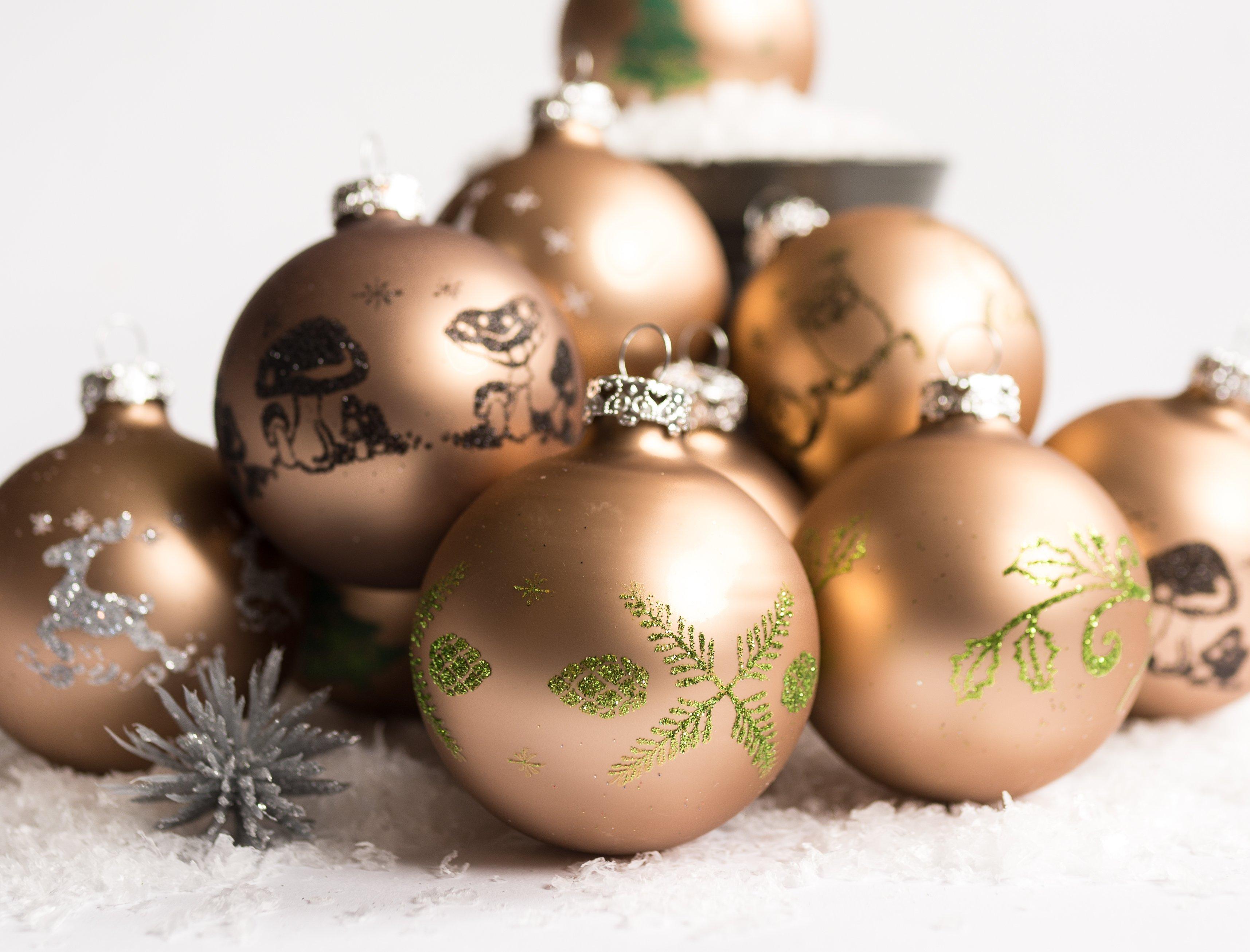Christbaumkugeln Weiß Gold.Weihnachtskugel Bilder Christbaumschmuck Fotos Kostenlos